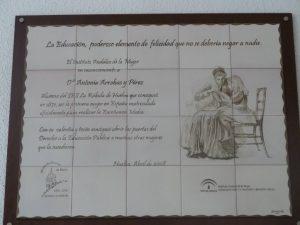 Placa en recuerdo de Antonia Arrobas
