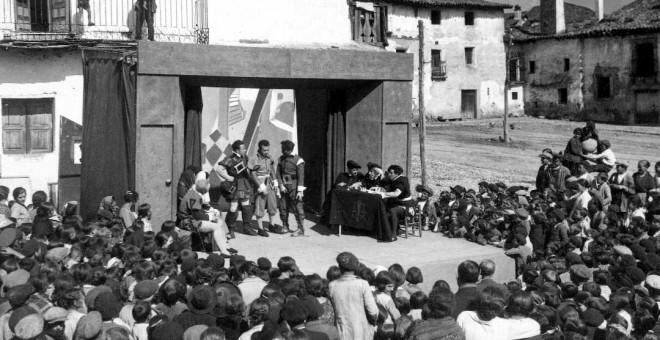 Imagen antigua de las Misiones en un pueblo