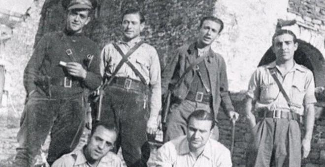 Foto antigua de algunos integrantes del Batallón