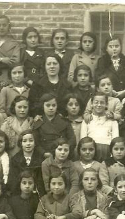 Imagen de la maestra con su clase
