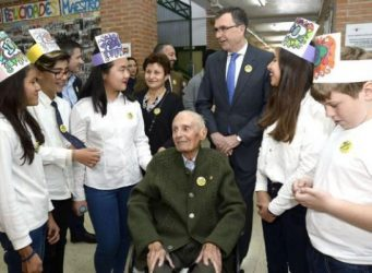 imagen de Castaño en el homenaje por su 100 cumpleaños