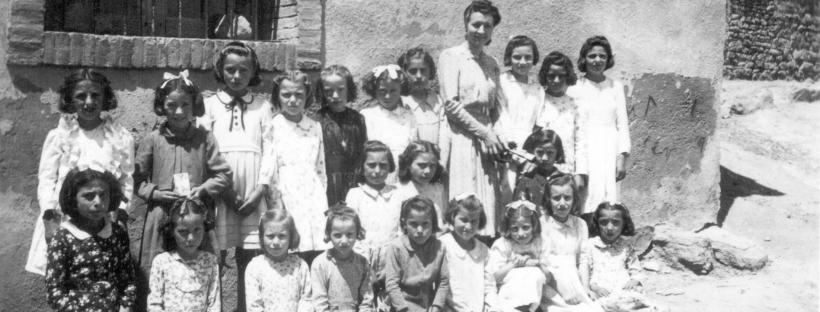Imagen de una clase de alumnas de El Frago