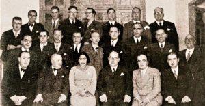 un grupo de profesores con Niceto Alcalá Zamora