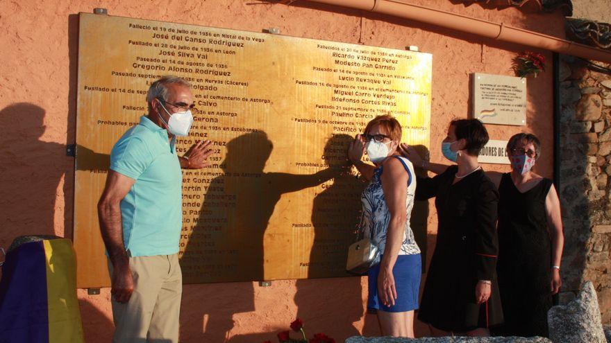 imagen de la inauguración de la placa